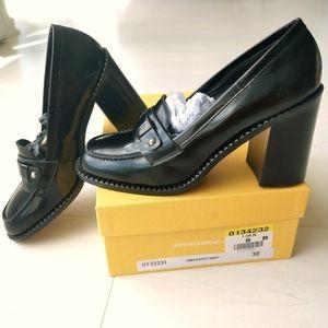 NIB made in Italy Leather block heel 8m